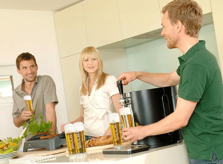 Savourez une bière pression entre amis à la maison avec une machine à bière